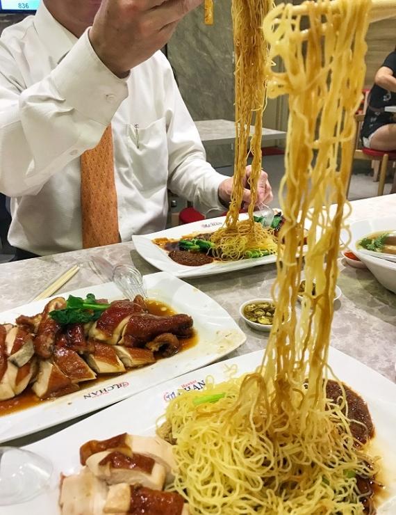 Liao Fan Hong Kong Soya Sauce Chicken Rice&Noodle: 10 tl ile Michelin Yıldızlı Yemek