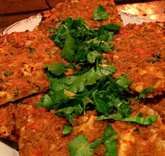 Lahmacun: Taş Fırında Türk Pizzası